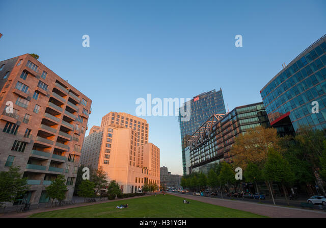 Berliner Platz 2 L Sungen potsdamer platz financial district berlin stock photos potsdamer platz financial district
