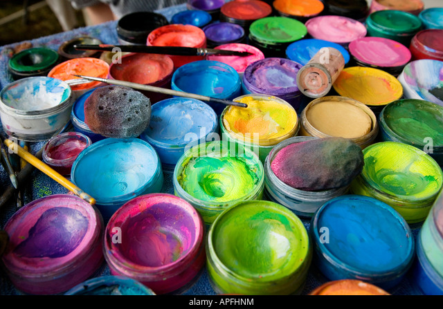 Make up brushes pot stock photos make up brushes pot for Pot painting materials required