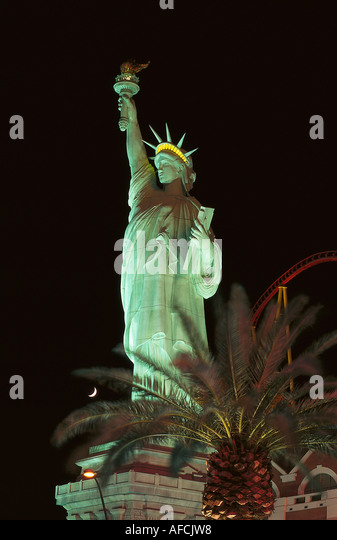 Liberty tree stock photos liberty tree stock images alamy for Garden statues las vegas nv