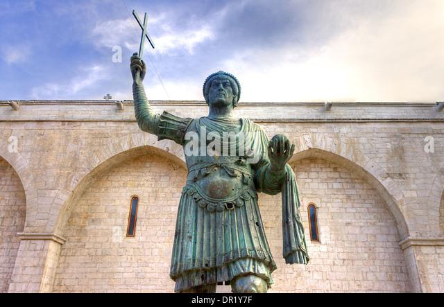 alfarano sindaco barletta statue - photo#22