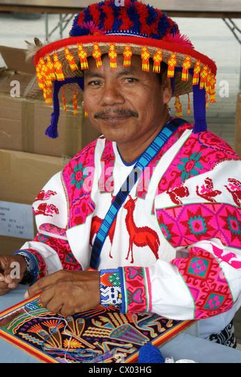 huichol-indian-artisan-from-nayarit-mexi