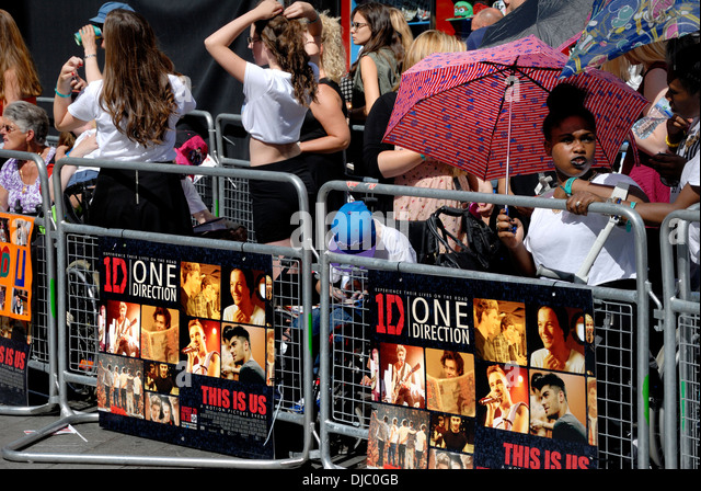 One direction fans under gate