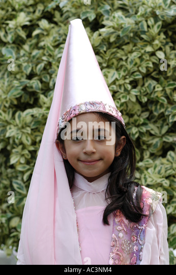 Traditional Lebanese Costume Stock Photos  amp  Traditional Lebanese     Alamy Girl in traditional arab costume   Stock Image