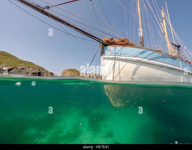 Anchor Underwater Boat Stock Photos & Anchor Underwater ...