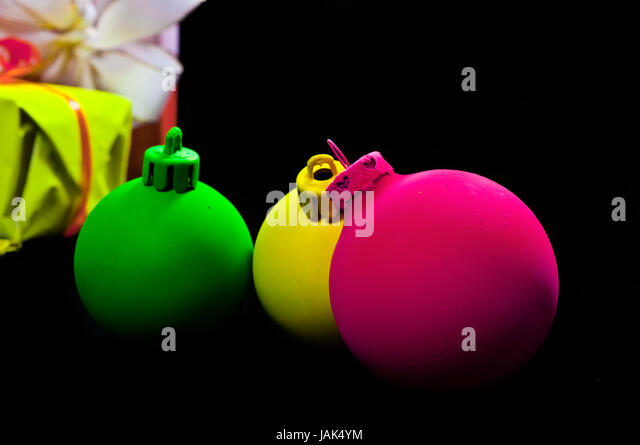 Neongrun stock photos neongrun stock images alamy for Weihnachtskugeln schwarz
