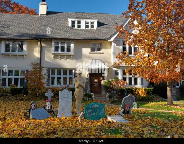 Halloween decorations for outside house amazing halloween decorations for outside house with - Halloween decorations toronto ...