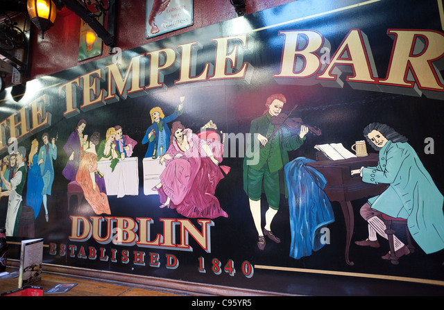 Interior Temple Bar Pub Dublin Stock Photos & Interior Temple Bar ...