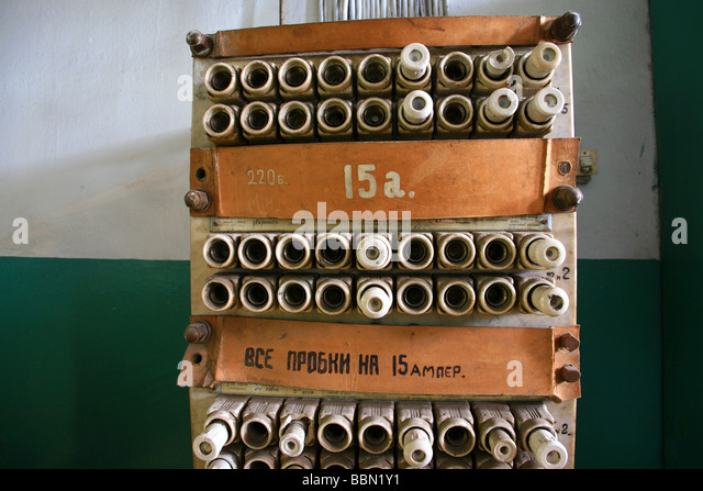 old fuses in a fuse box bbn1y1 old fuses fuse box stock photos & old fuses fuse box stock images fuses for old fuse box at edmiracle.co