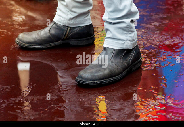 rain man reflection Reflections can occasionally produce mirrors or blurs of dancing colors, making the photography in rain beautiful and unpredictable below we present over 35 beautiful examples of rain.