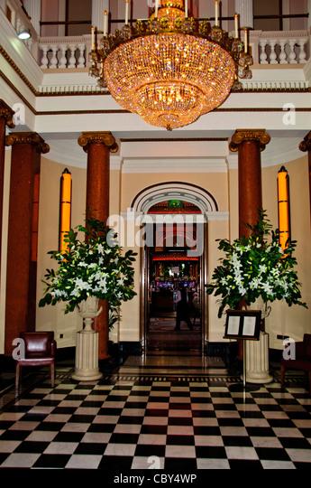 Queen Duke Of Edinburgh Go To A Restaurant