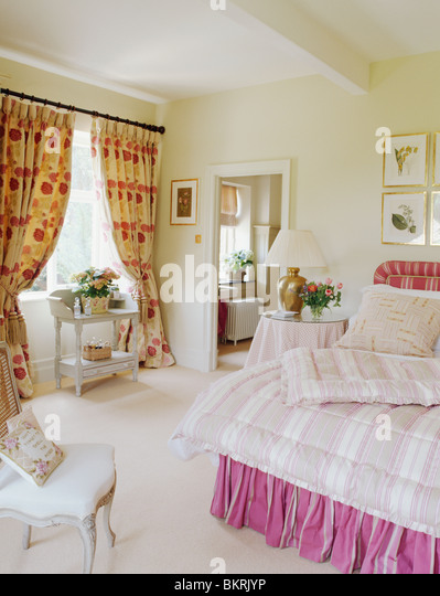 Patterned Quilt On Bed In Stock Photos & Patterned Quilt On Bed In ...