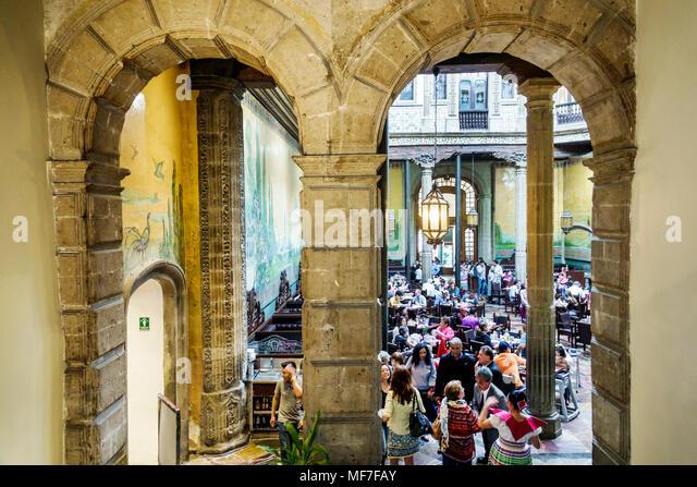Sanborns stock photos sanborns stock images alamy for Casa de los azulejos ciudad de mexico cdmx