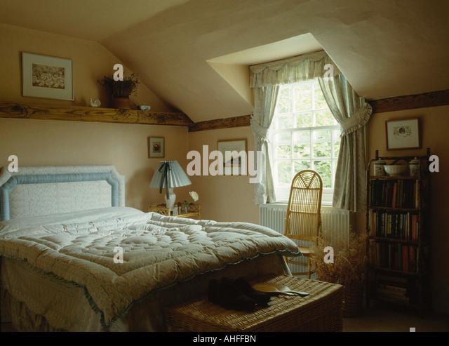 Eiderdown Quilt Stock Photos & Eiderdown Quilt Stock Images - Alamy : old fashioned quilted eiderdowns - Adamdwight.com