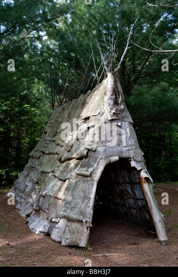 A native sorcereru0027s tent at the Mokotakan Quebec Native culture interpretation site in Saint-Mathieu & Native Canadian Tent Stock Photos u0026 Native Canadian Tent Stock ...