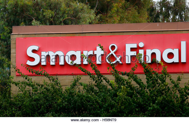 Smart Final Sign Pictured In Stock Photos & Smart Final Sign ...