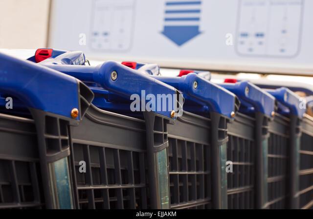 Bronx Park Auto Mall >> Car Mart Stock Photos & Car Mart Stock Images - Alamy