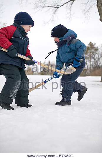 how to play center in hockey