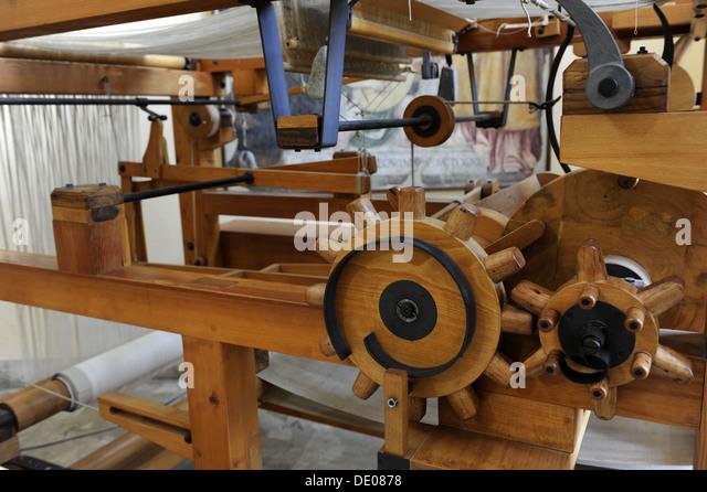 [Image: study-of-leonardo-da-vinci-weaving-machi...de0878.jpg]