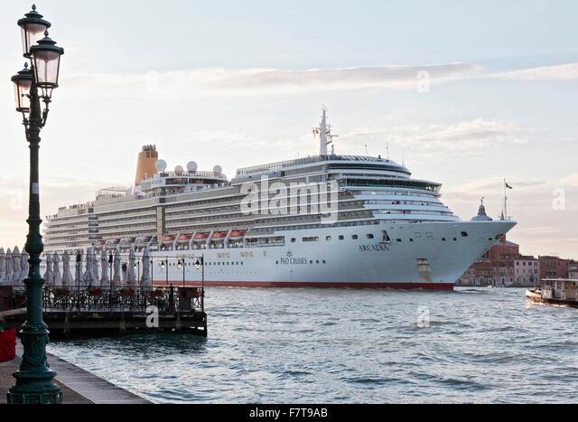 P And O Cruise Ship Stock Photos P And O Cruise Ship Stock - P and o cruises ships