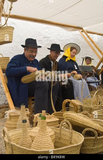 Traditional Basket Making : Cesto stock photos images alamy