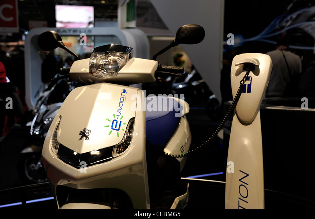 Scooter peugeot stock photos scooter peugeot stock for Garage scooter peugeot paris