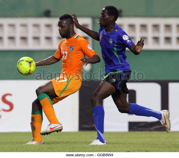 Siaka tiene l of ivory coast fights for the ball with john raphael
