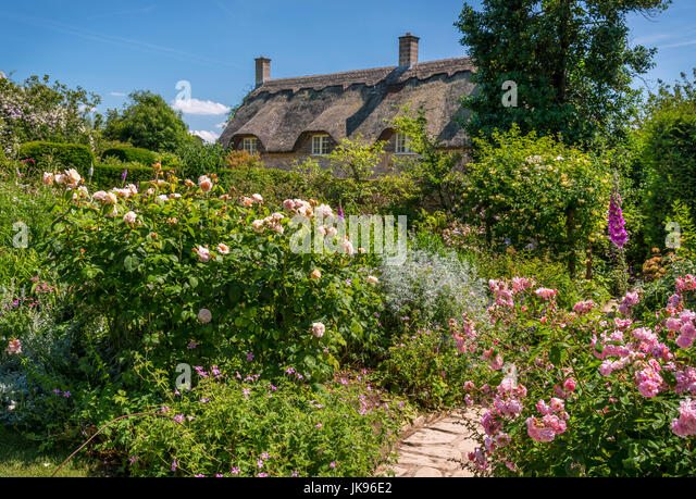 Typical English Country Garden Stock Photos & Typical English ...