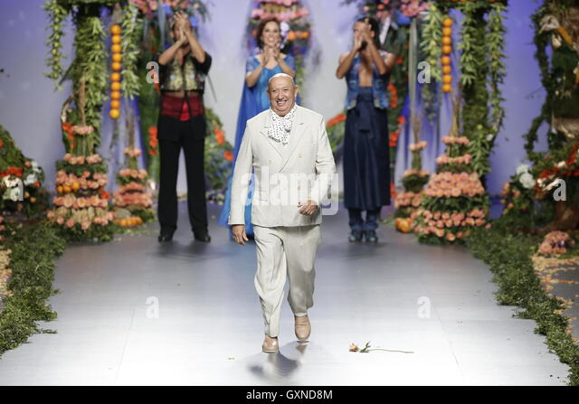 Grand Finale of The Pasarela Cibeles: Elio Berhanyer Spring-Summer 2011