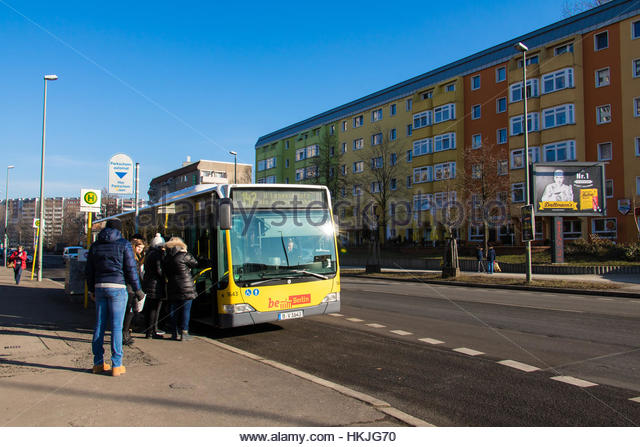 commuters in cold stock photos commuters in cold stock images alamy. Black Bedroom Furniture Sets. Home Design Ideas