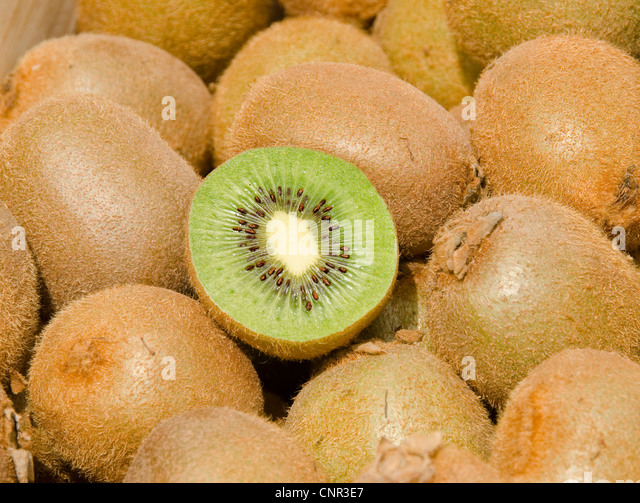how to cut kiwi decoratively