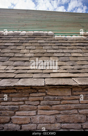 Re-roofing with reproduction Cotswold roof slates of a Cotswolds stone cottage using traditional method & Roofs Rooves Tiles Stock Photos u0026 Roofs Rooves Tiles Stock Images ... memphite.com