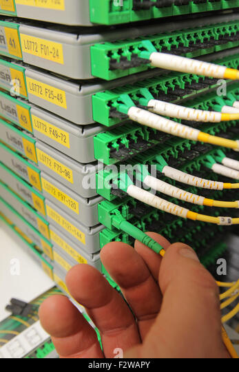 how to become a telecommunications technician