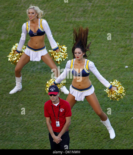 San Diego Chargers Cheerleaders Pictures: San Diego Chargers Cheerleaders Stock Photos & San Diego