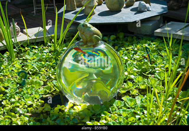Frog ornaments stock photos frog ornaments stock images for Garden pool ornaments