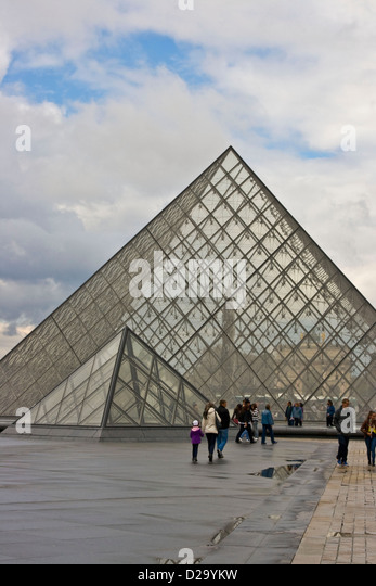 Leoh stock photos leoh stock images alamy - Pyramide du louvre pei ...