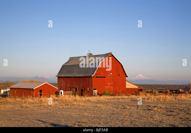 Red Barn Background scenic red barn stock photos & scenic red barn stock images - alamy