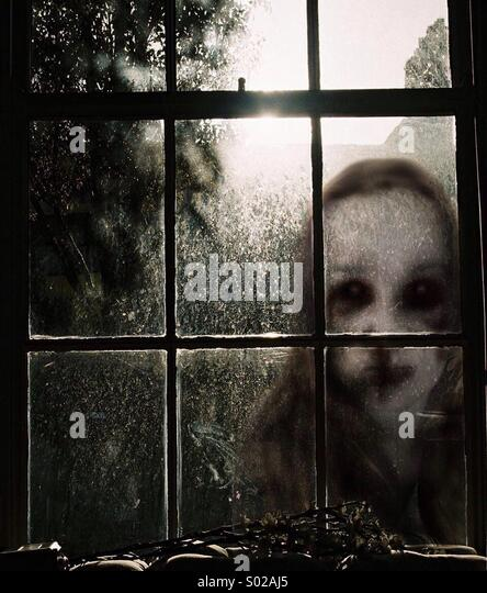 dont-look-out-the-window!-s02aj5.jpg