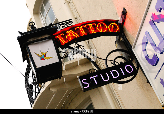 Tattoo signs stock photos tattoo signs stock images alamy for Tattoo shop hackney road
