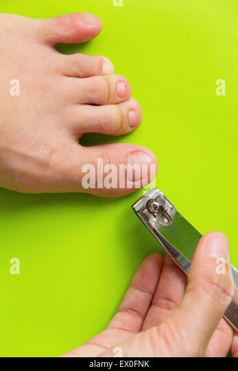 how to cut big toenails