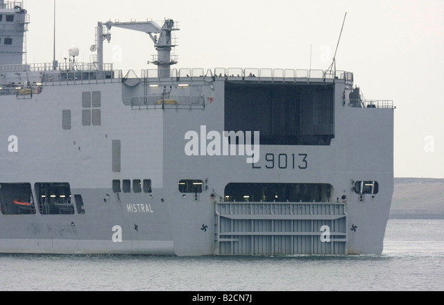 french navy amphibious assault ship mistral departing tokyo harbour stock image
