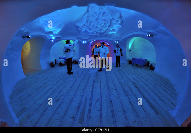Inside An Igloo Stock Photos amp Inside An Igloo Stock  : youth team usa party inside an igloo bar up on the slopes of the nordkette cc912h from www.alamy.com size 640 x 448 jpeg 67kB