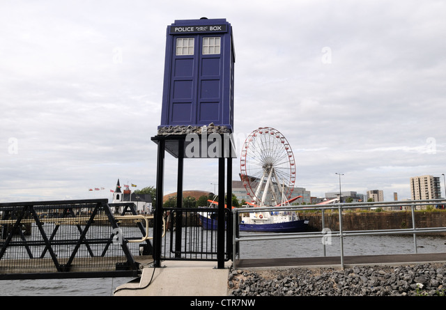 the-tardis-outside-the-doctor-who-experi