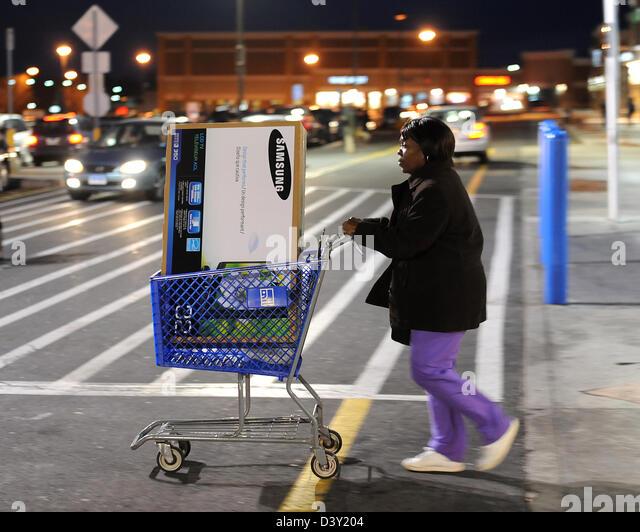 Black Friday Shopping Electronics Stock Photos & Black Friday ...