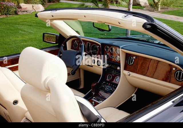 Bentley dashboard stock photos bentley dashboard stock for Interieur voiture de luxe
