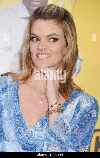 Item information furthermore Oscars 2014 Stars Eat After Party Article 1 additionally Missi Pyle likewise Oscar Party Ideas Food Drink Decorations also Academy Award Statue Clipart. on oscar academy awards chocolate statue
