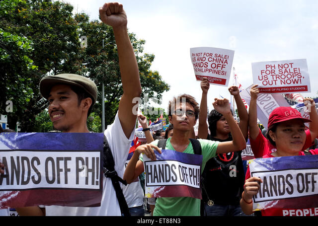Manila Philippines 12th June 2015 Protesters March Towards The Us Embassy In