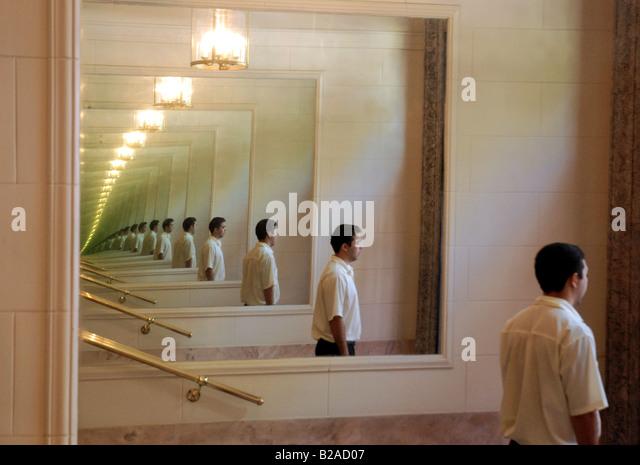Infinite mirror stock photos infinite mirror stock for Reflection miroir