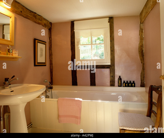 Pink And White Bathroom: Bathrooms Home Pink Stock Photos & Bathrooms Home Pink