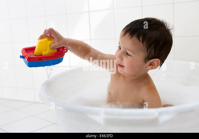 two year old boy in bath stock photos two year old boy in bath stock images alamy. Black Bedroom Furniture Sets. Home Design Ideas