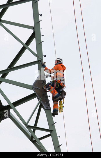 lineman working with a wire rope hoist on a 380 kv long distance line dgx951 hoist rope stock photos & hoist rope stock images alamy  at gsmx.co
